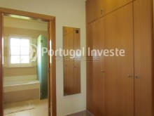 Suite's closet - Villa for sale, 20 minutes from Lisbon - Portugal Investe%32/41