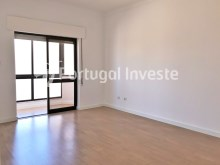 Living room, For sale 2 bedrooms apartment, 20 minutes away from Lisbon - Portugal Investe%5/15