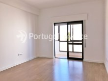 Living room, For sale 2 bedrooms apartment, 20 minutes away from Lisbon - Portugal Investe%6/15