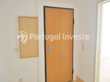 For sale 3 bedrooms apartment, with improvements, 10 minutes away from Lisbon, Almada downtown - Portugal Investe%10/13