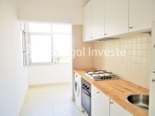For sale 3 bedrooms apartment, with improvements, 10 minutes away from Lisbon, Almada downtown - Portugal Investe%1/13