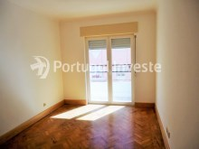 For sale 3 bedrooms apartment, with improvements, 10 minutes away from Lisbon, Almada downtown - Portugal Investe%8/13