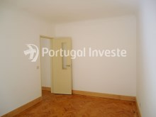 For sale 3 bedrooms apartment, with improvements, 10 minutes away from Lisbon, Almada downtown - Portugal Investe%9/13