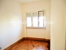 For sale 3 bedrooms apartment, with improvements, 10 minutes away from Lisbon, Almada downtown - Portugal Investe%11/13