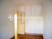 For sale 3 bedrooms apartment, with improvements, 10 minutes away from Lisbon, Almada downtown - Portugal Investe%12/13