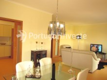 Living room, For sale 4 bedrooms apartment, parking and storage, in noble condo, 10 minutes away from Lisbon - Portugal Investe%4/33