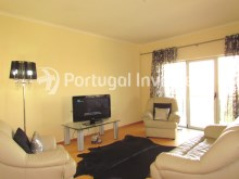 Living room, For sale 4 bedrooms apartment, parking and storage, in noble condo, 10 minutes away from Lisbon - Portugal Investe%6/33