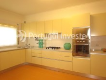 Kitchen, For sale 4 bedrooms apartment, parking and storage, in noble condo, 10 minutes away from Lisbon - Portugal Investe%9/33