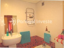 Social bathroom, For sale 4 bedrooms apartment, parking and storage, in noble condo, 10 minutes away from Lisbon - Portugal Investe%22/33