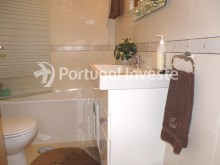 Suite's bathroom, 2 bedrooms apartment with barbecue and parking - Portugal Investe%8/12