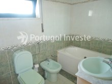 Social bathroom, For sale 3 bedrooms apartment, storage, beautiful view, 10 minutes away from Lisbon - Portugal Investe%17/23