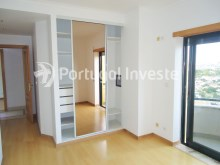 Suite with balcony, For sale 3 bedrooms apartment, storage, beautiful view, 10 minutes away from Lisbon - Portugal Investe%12/23