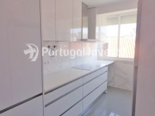 For sale 2+1 bedrooms apartment, fully renewed, 10 minutes away from Lisbon - Portugal Investe%1/16