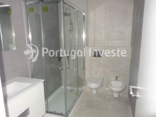 Major bathroom, For sale 2+1 bedrooms apartment, fully renewed, 10 minutes away from Lisbon - Portugal Investe%15/16