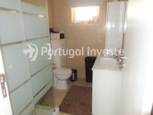 Wc 2, For sale 3 bedrooms villa, renewed, garage, 10 minutes from Lisbon, in Caparica - Portugal Investe%14/14