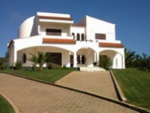 Altura, 5 bedroom house with pool in a very good location. | 5 Bedrooms | 4WC