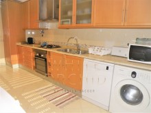 2BR furnished apartment in prestigious building on the%15/17