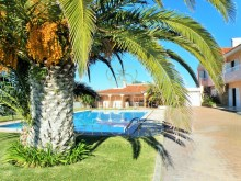 7 bedroom villa with swimming pool, Cascais: pool and gardens%3/28
