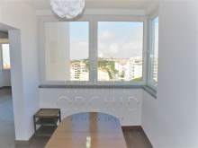 +1 renovated apartment with sea and serra, Cascais%7/10