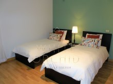 2 bedroom sea view condominium modern with swimming pool and tennis court, Cascais Guide%13/24