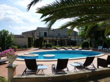 Luxury villa for sale in Santa Margalida 14 -Looking across the pool.%14/66