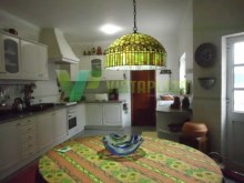 house-sell-montes-alvor-large-kitchen-backyear-door%26/61
