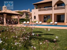 4 bedroom villa for sale in Albufeira and Olhos de Agua