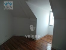 2 Bedroom Apartment Well Located, Oeiras, Lisboa | 2 Bedrooms | 1WC