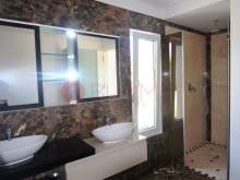 Moradia-luxo-piscina-venda-Quarteira-Algarve-BUYMEproperty%10/16