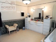 En Suite Bathroom%24/33