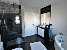 En Suite Bathroom %31/36