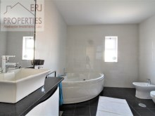 En Suite Bathroom %32/36