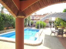 Villa with swimming pool%9/45