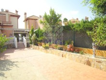 Villa with swimming pool%15/45