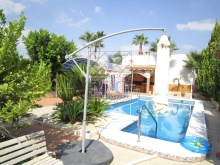 Villa with swimming pool%2/45