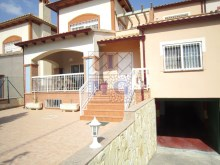 Villa with swimming pool%41/45