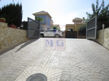 Villa with swimming pool%43/45
