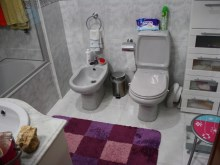 Main bathroom.JPG%13/18
