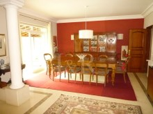 Dining room  5 bedroom villa with swimming pool in Cascais%4/10