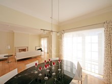 Dining room 4 bedroom villa in private condominium in Bicesse%3/7
