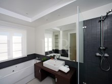 Bathroom 4 bedroom villa in private condominium in Bicesse%5/7
