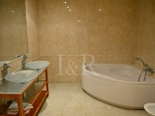 bathroom  duplex apartment with sea view in Ericeira%9/9