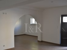 RENOVATED 7 BEDROOM VILLA IN THE PRIME AREA OF CASCAIS%3/7