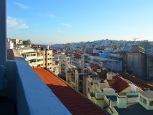 4 BEDROOM DUPLEX APARTMENT WITH BALCONIES NEAR MARQUÊS DE POMBAL, LISBON%3/9