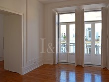 4 BEDROOM DUPLEX APARTMENT WITH BALCONIES NEAR MARQUÊS DE POMBAL, LISBON%7/9