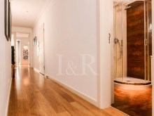 LUXURY 3 BEDROOM APARTMENT WITH PARKING IN AVENIDAS NOVAS, LISBON%10/11