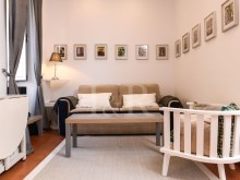 1 BEDROOM APARTMENT TOTALLY REFURBISHED IN GRAÇA, LISBON%3/10