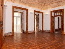 UNIQUE 2 BEDROOM APARTMENT IN AN HISTORICAL BUILDING OF CHIADO, LISBON%1/12