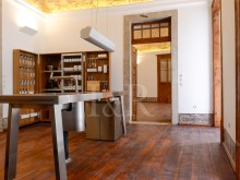 UNIQUE 2 BEDROOM APARTMENT IN AN HISTORICAL BUILDING OF CHIADO, LISBON%4/12
