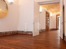 UNIQUE 2 BEDROOM APARTMENT IN AN HISTORICAL BUILDING OF CHIADO, LISBON%7/12